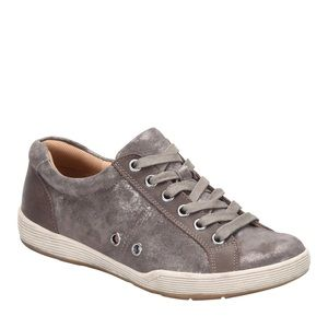 NWT Comfortiva Lyons Lace Up Leather Sneakers 9